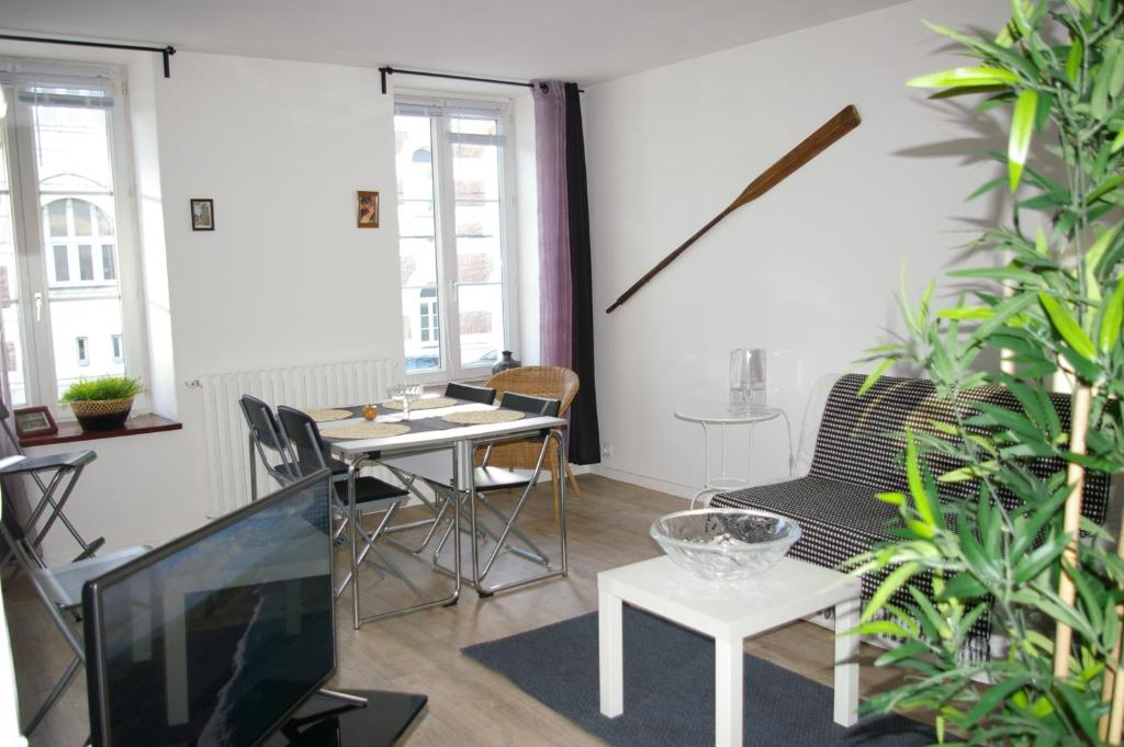 appart titanic cherbourg centre port cherbourg en cotentin viamichelin informatie en online. Black Bedroom Furniture Sets. Home Design Ideas