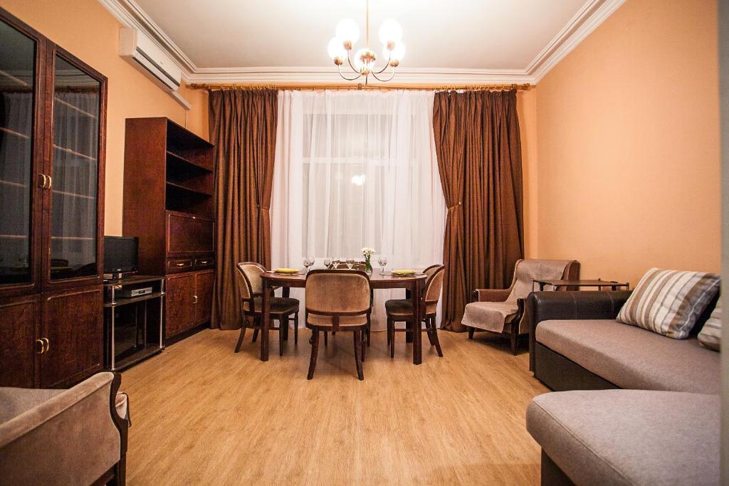Apartment On Khreshchatyk 21