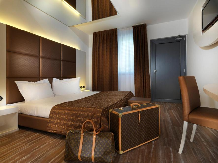 Blu9 hotel lentate sul seveso informationen und for B b novedrate