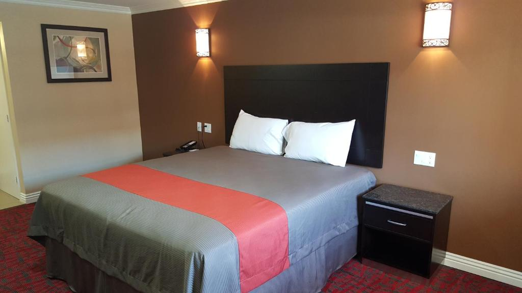 Travelodge Inn Amp Suites By Wyndham Bell Los Angeles Area