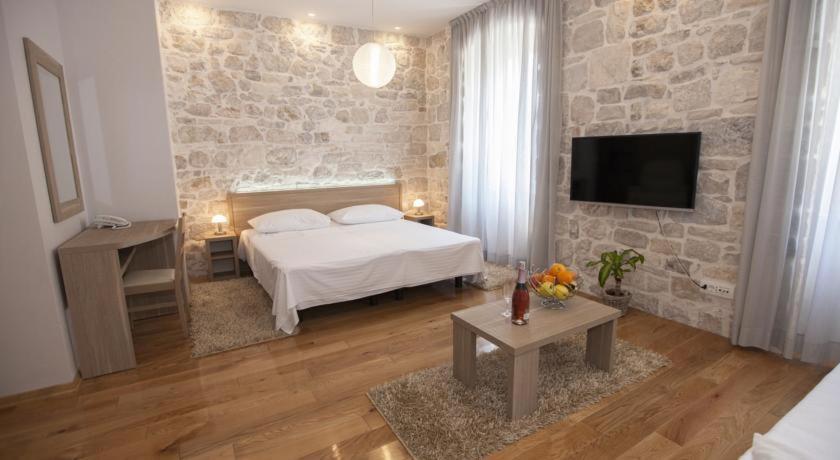 Tifani Luxury Rooms 2