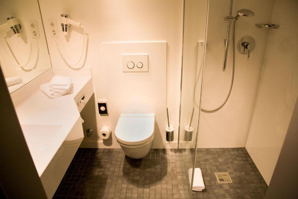 burns art cologne k ln informationen und buchungen online viamichelin. Black Bedroom Furniture Sets. Home Design Ideas