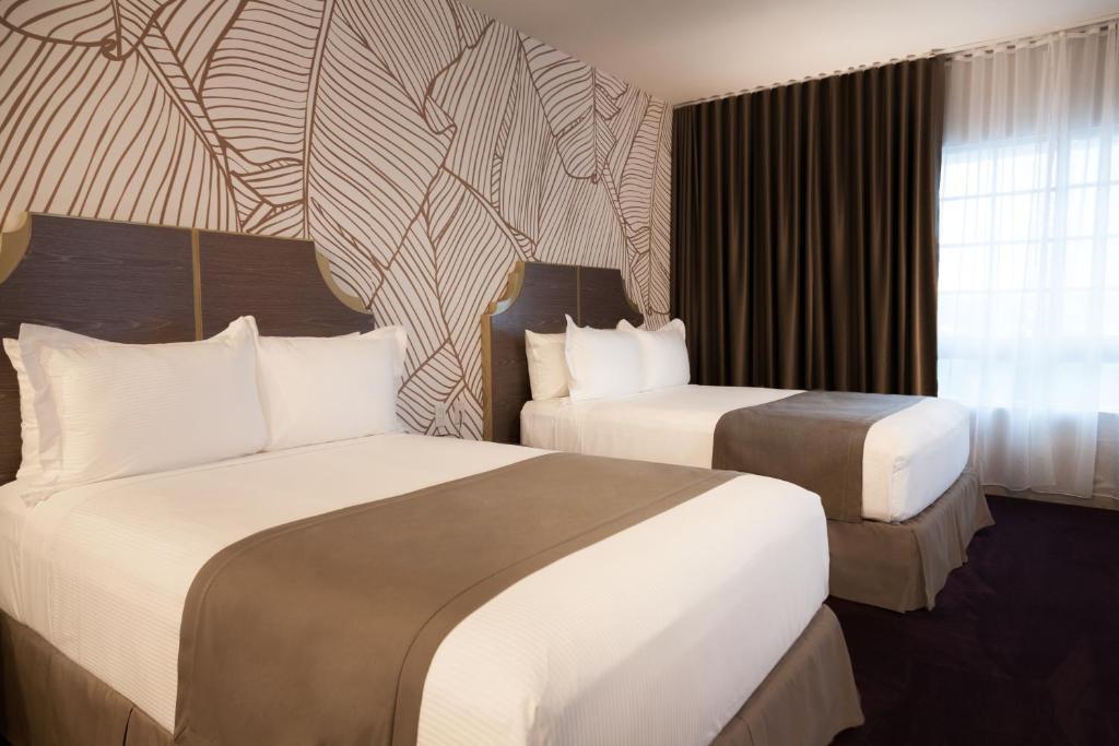 L Hotel Photo #2
