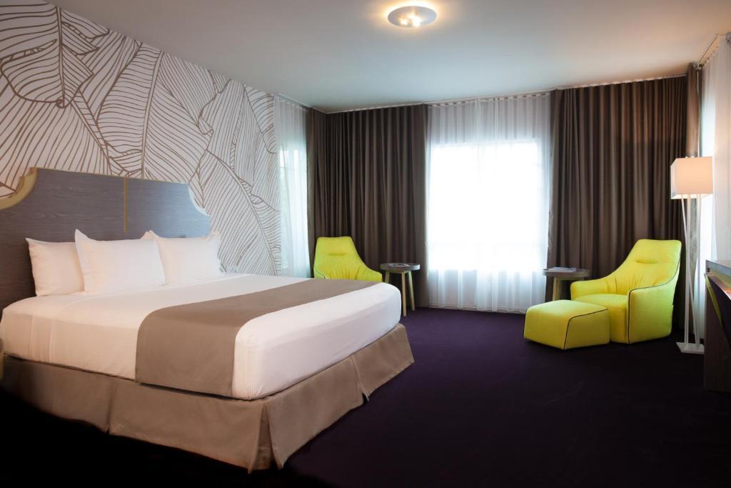 L Hotel Photo #3