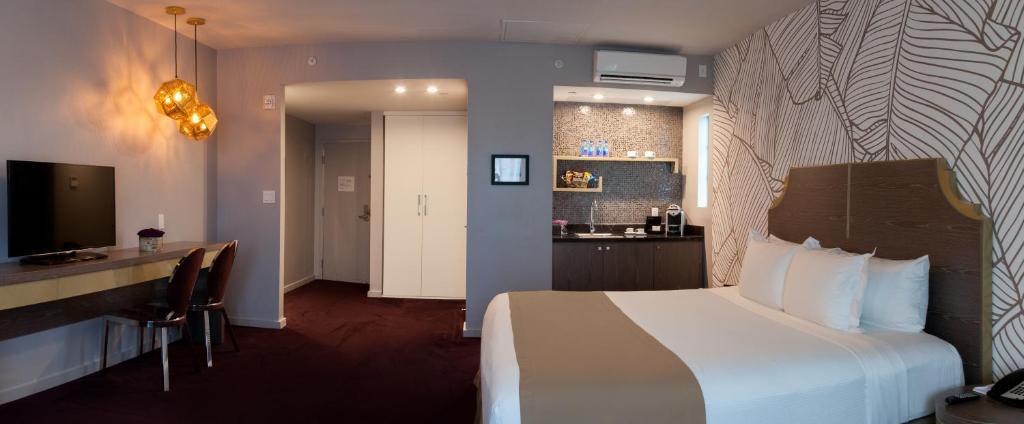 L Hotel Photo #4
