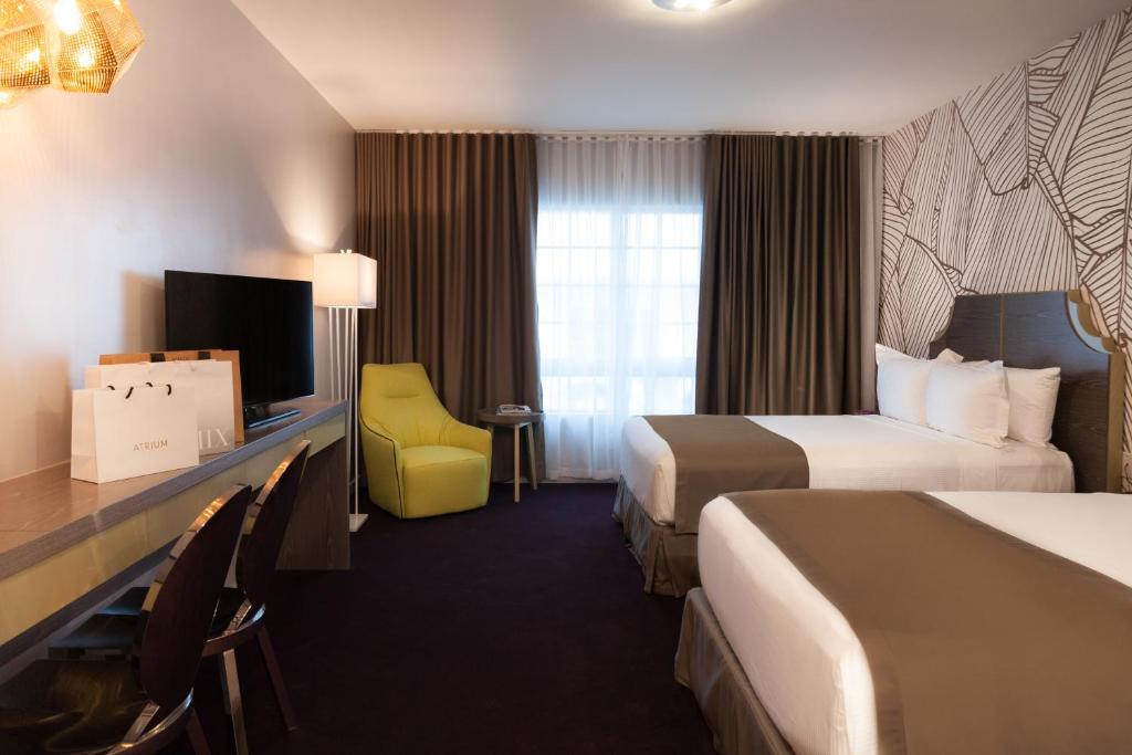 L Hotel Photo #5