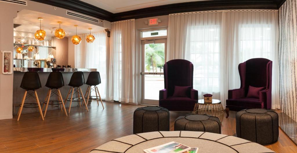 L Hotel Photo #6