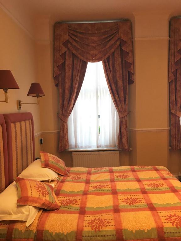 Hyde Park Radnor Hotel London