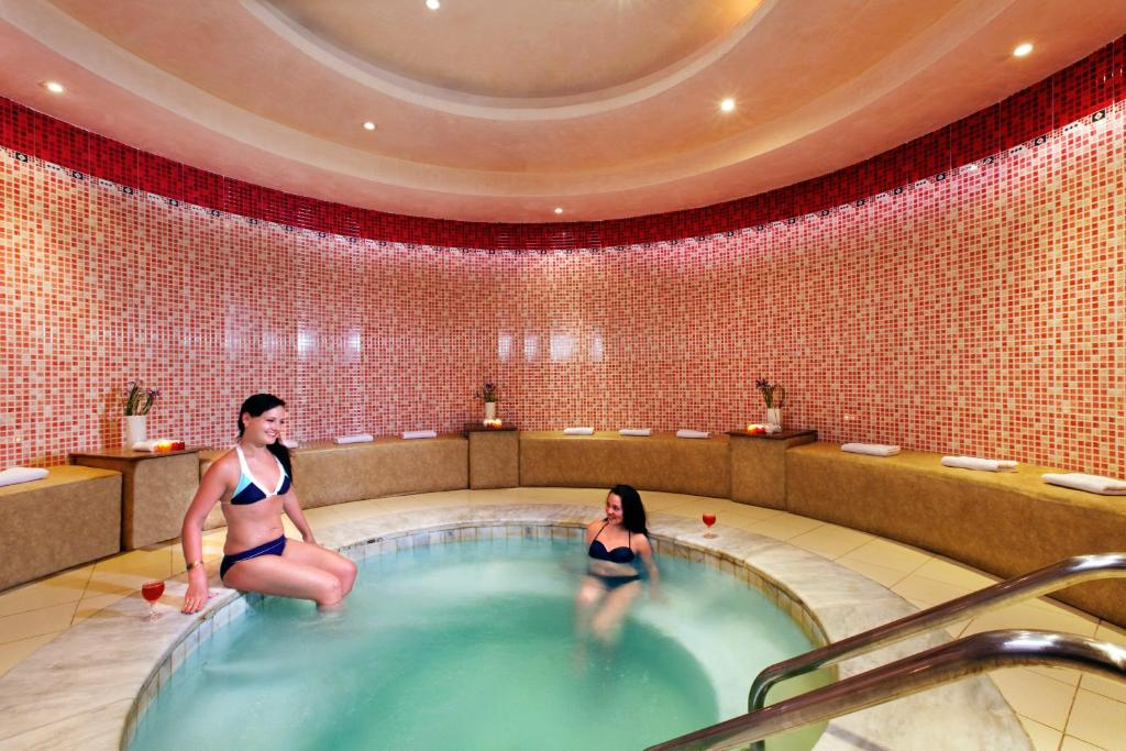 Aqua vista resort hurghada online booking viamichelin for Aqua vista swimming pool aurora co
