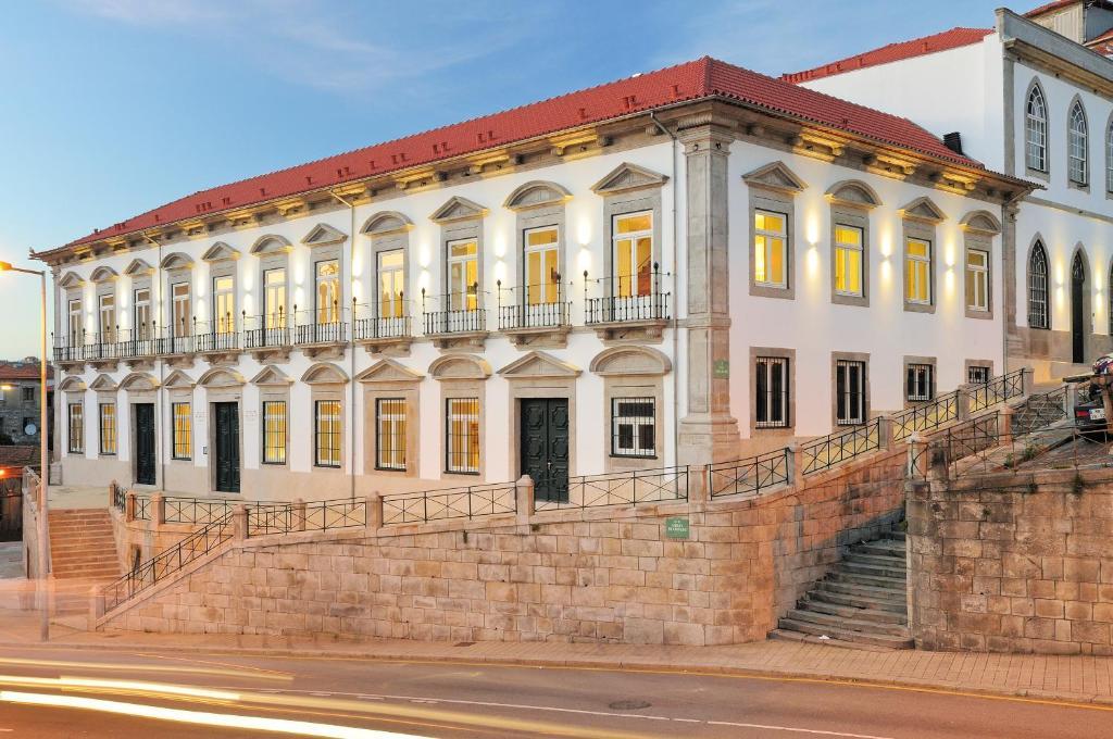 Condes de Azevedo Palace Apartments