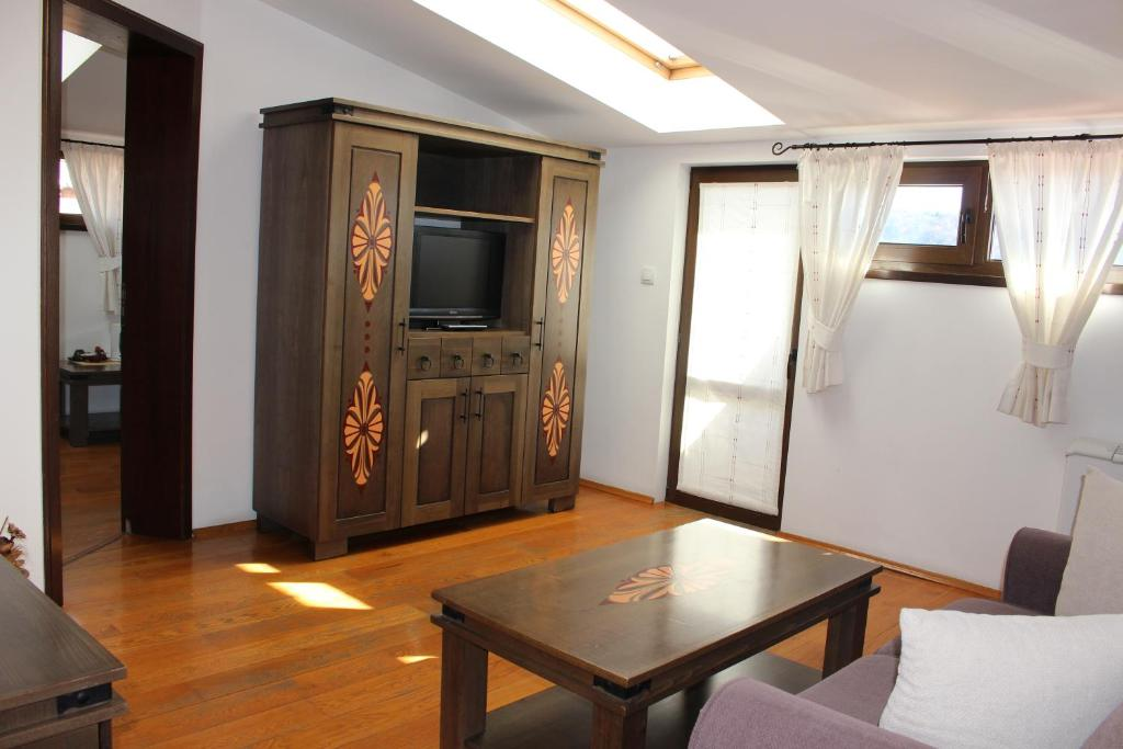 Family Suite (2 Adults + 2 Children) Gurko Hotel