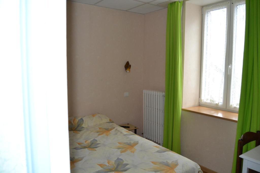 hotel du lion vert luxeuil les bains reserve o seu hotel com viamichelin. Black Bedroom Furniture Sets. Home Design Ideas