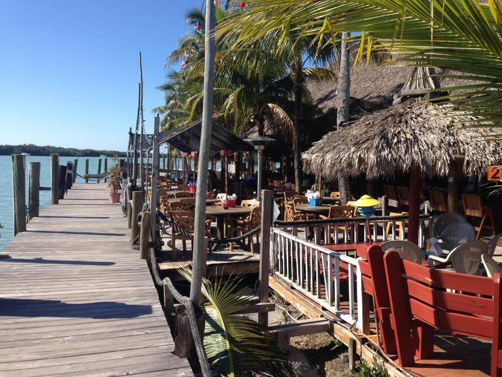 Book Now Gilbert's Resort (Key Largo, United States). Rooms Available for all budgets. Featuring an on-site marina and boat dock this waterfront Key Largo Florida motel offers access to a small private beach along with comfortable non-smoking accommodations on-s