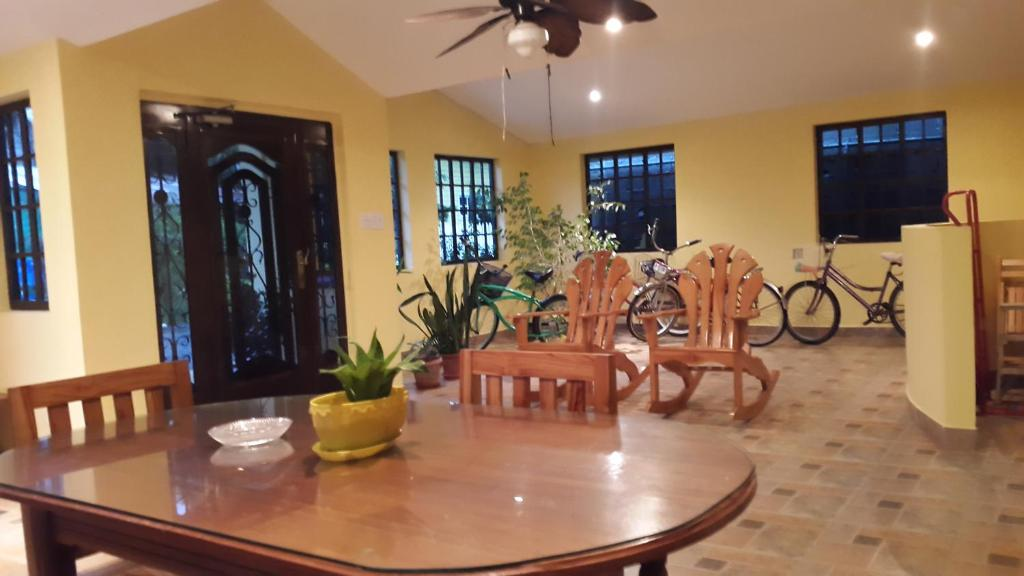 Triple Room Hostal Bocas Tropical Paradise