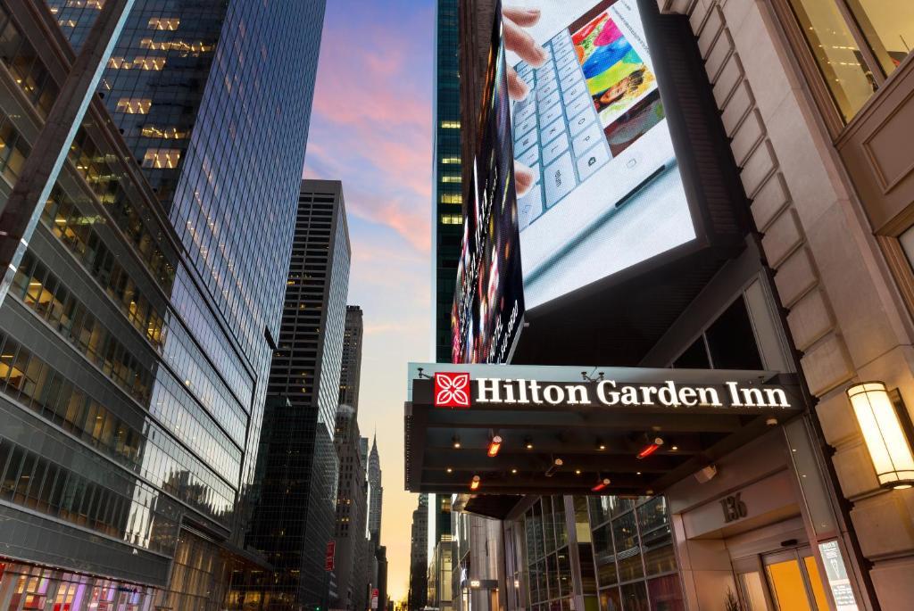 hilton garden inn times square central new york. Black Bedroom Furniture Sets. Home Design Ideas