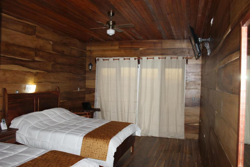 Deluxe Room with Balcony and Mountain View - Upper