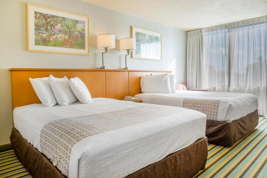 Book Now Clarion Hotel Orlando International Airport (Orlando, United States). Rooms Available for all budgets. Perks include free Wi-Fi and daily breakfast at the non-smoking Clarion Hotel Orlando International Airport which puts guests close to Disney and downtown Orlando. The non-smo