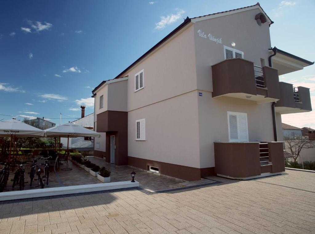 Apartments Villa Visnjik