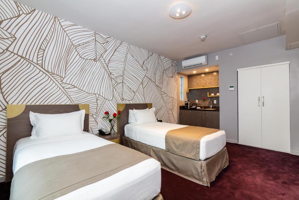 L Hotel Photo #10