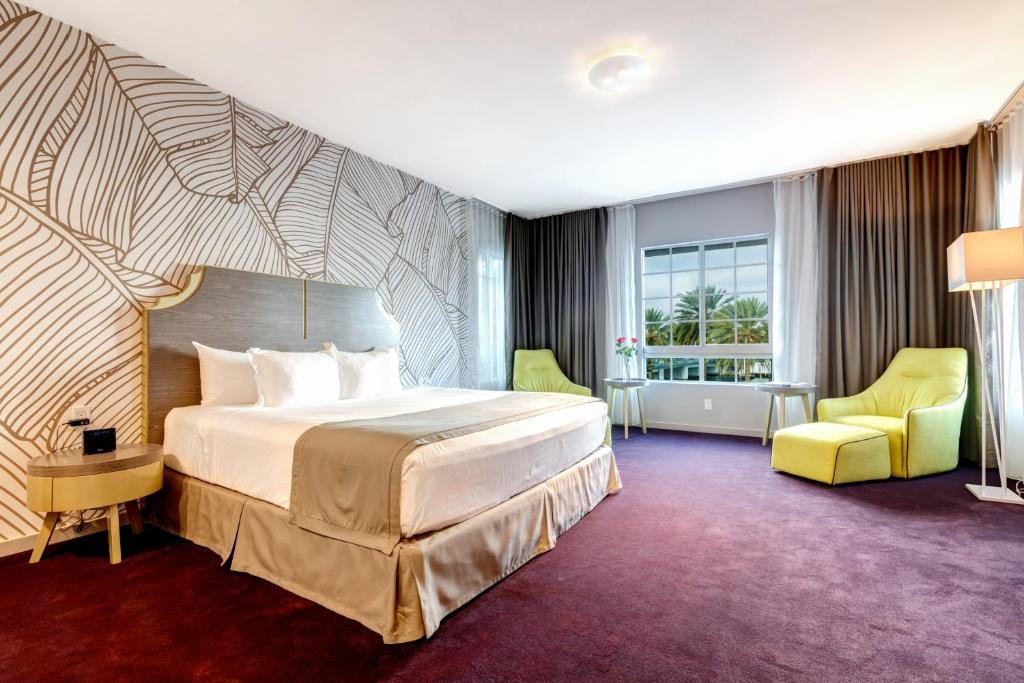 L Hotel Photo #29