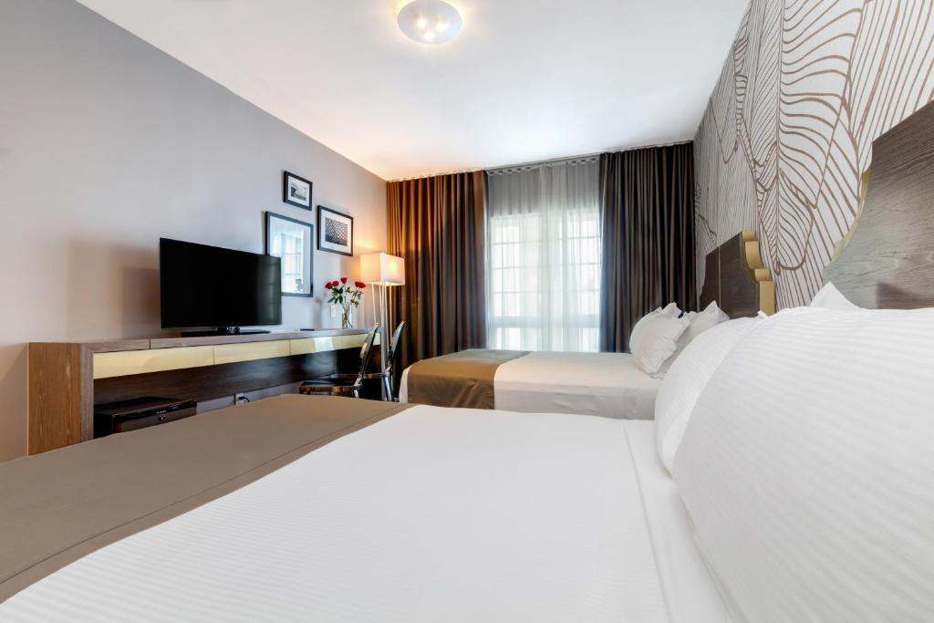 L Hotel Photo #32