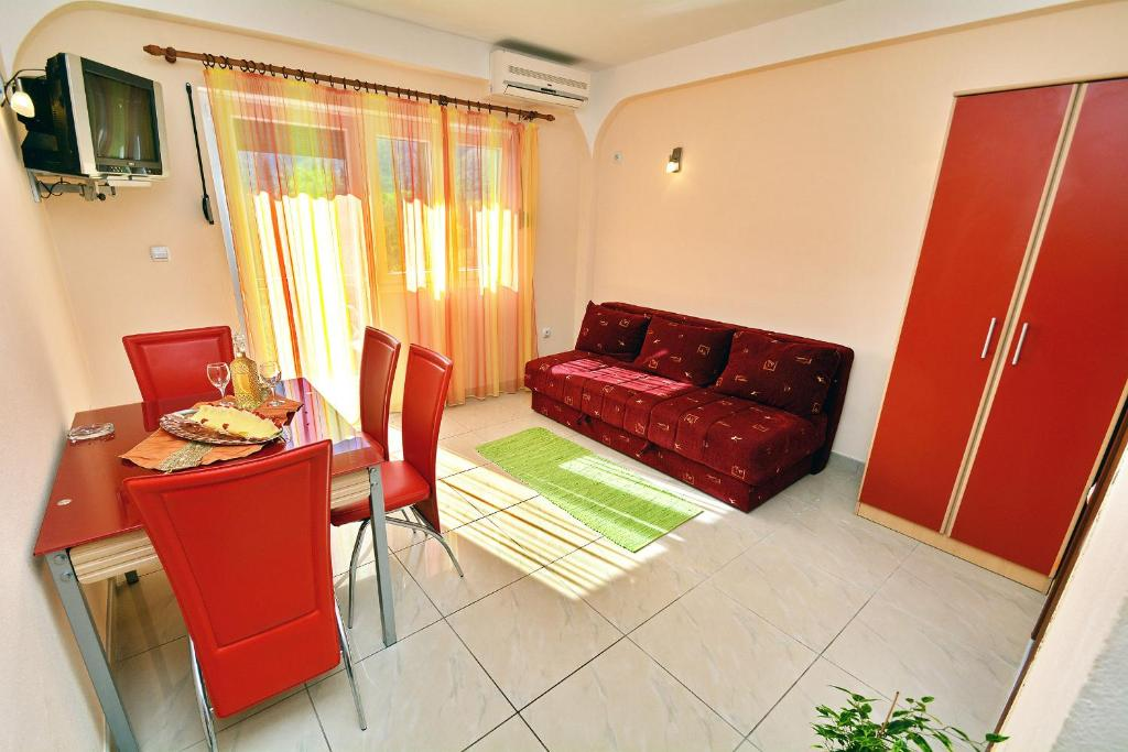 One-Bedroom Apartment with Balcony (4 Adults)