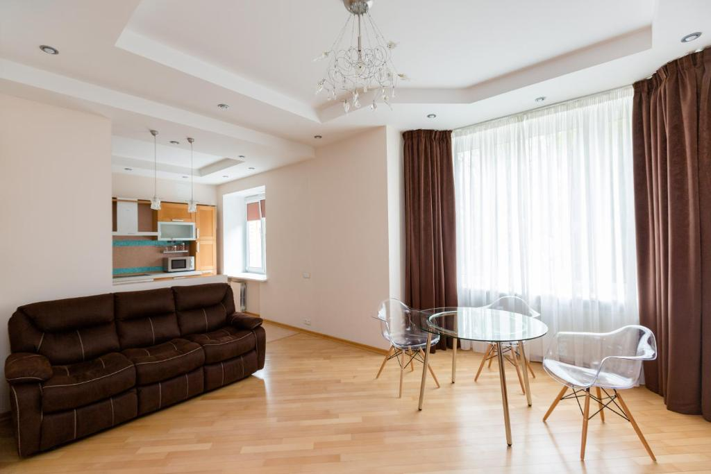 Deluxe One-Bedroom Apartment - Smolenskaya Ulitsa 6