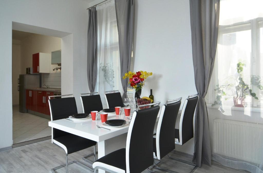 Navratilova Apartments