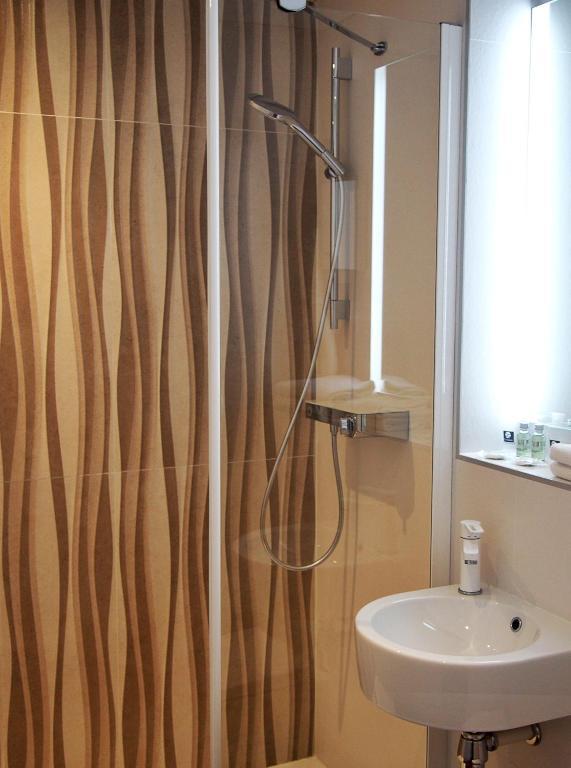 comfort hotel marseille airport vitrolles viamichelin informatie en online reserveren. Black Bedroom Furniture Sets. Home Design Ideas