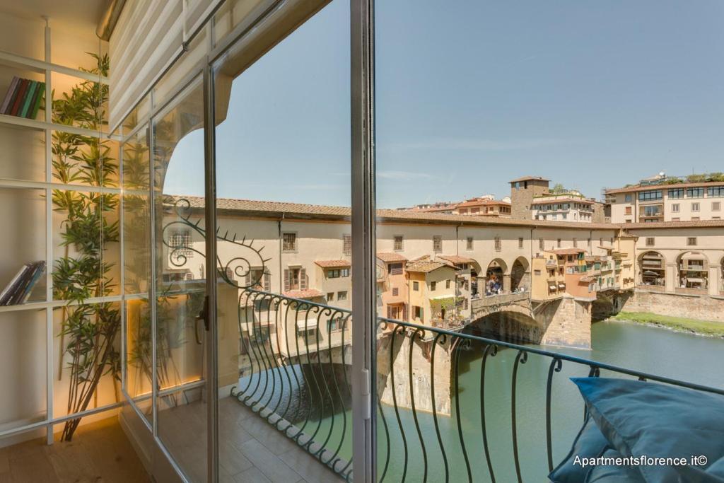 Apartment Ponte Vecchio Balcony