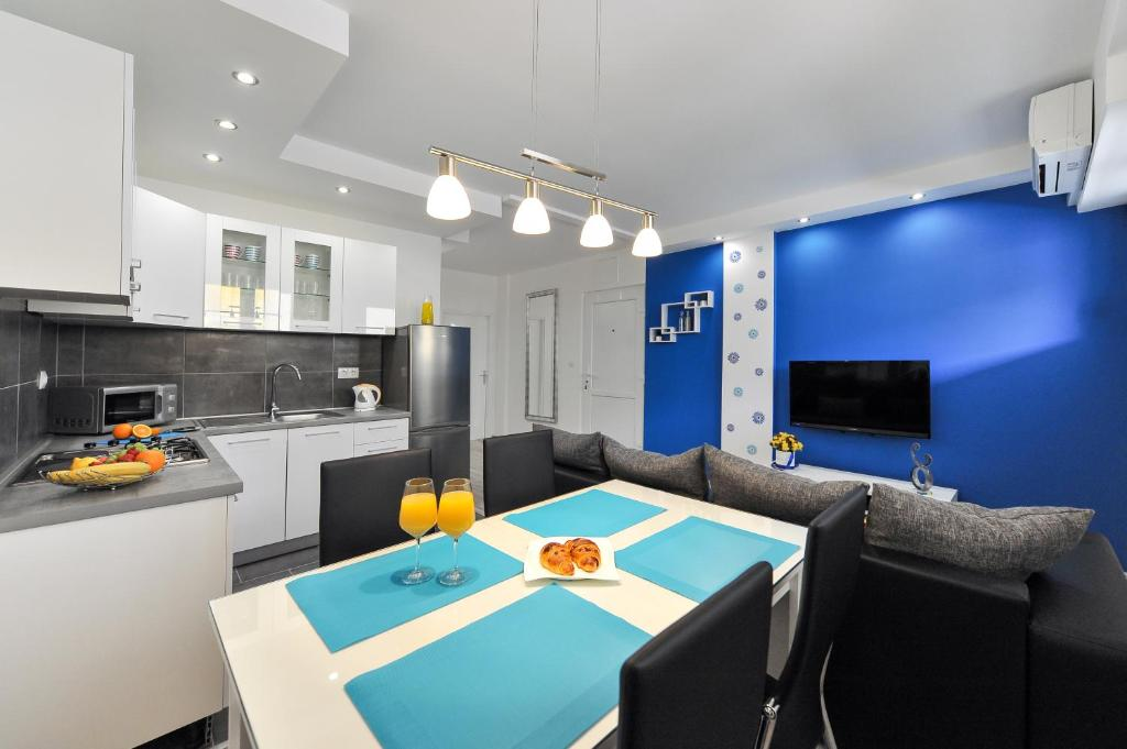 Blue Sun Aurora Apartment
