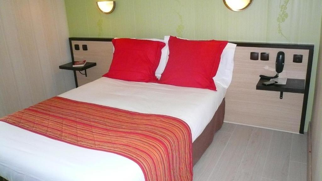 h tel l 39 europ en tarbes reserva tu hotel con viamichelin. Black Bedroom Furniture Sets. Home Design Ideas
