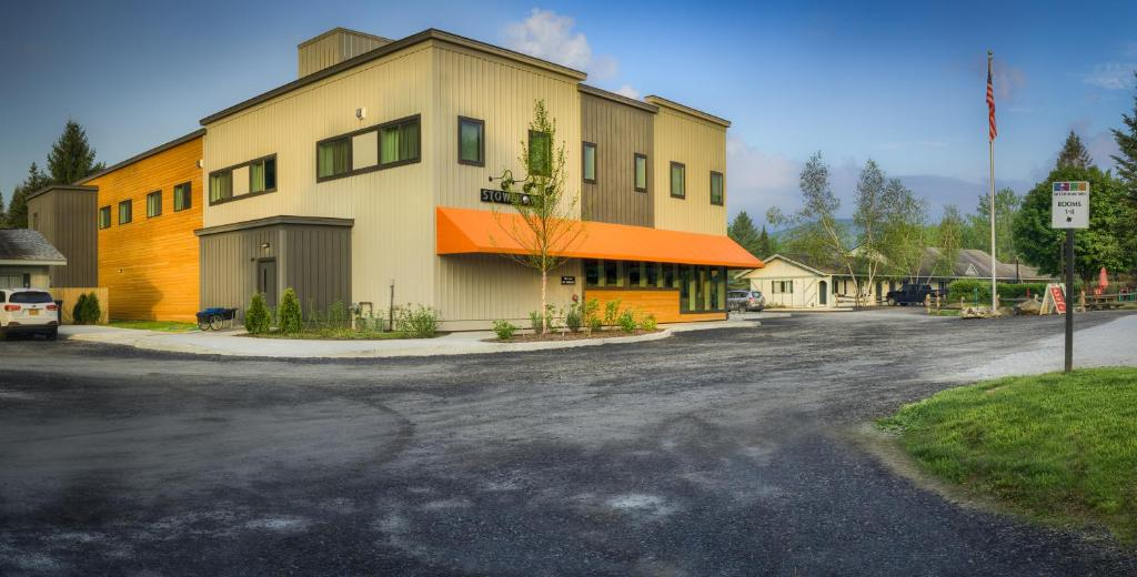 The Sun & Ski Inn and Suites is a small family-owned hotel. Its current owners, Mark and Rachel, acquired the property from Rachel's parents in /10().