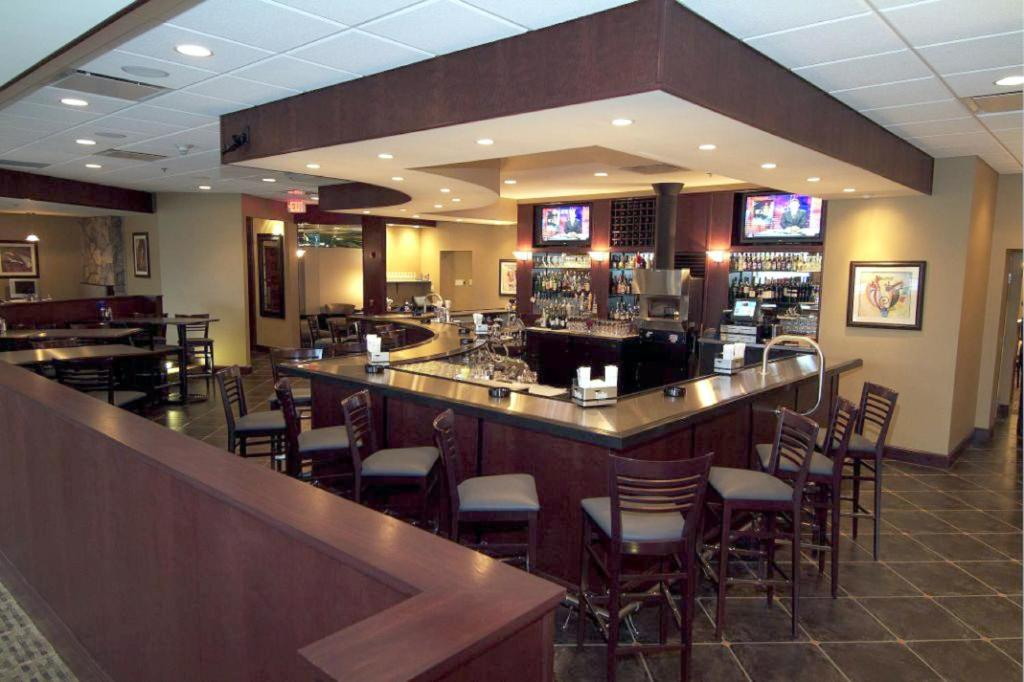 Pittsburgh Airport Hotels With  Hour Shuttle