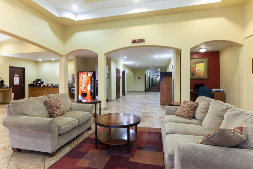 Days Inn by Wyndham San Antonio at Palo Alto