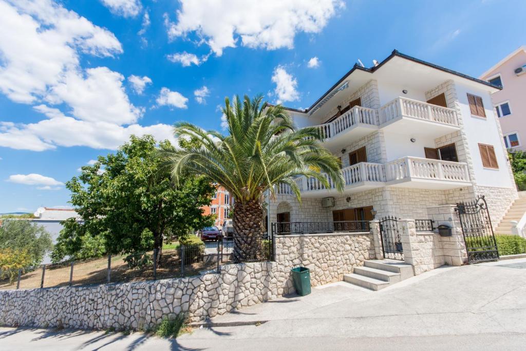 Apartments Bisera
