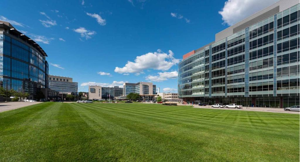 Hampton Inn & Suites-Worcester, MA - Worcester - book your hotel ...
