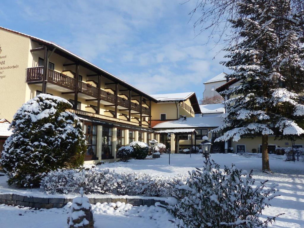 Gr fliches hotel alte post r servation gratuite sur for Piscine b24