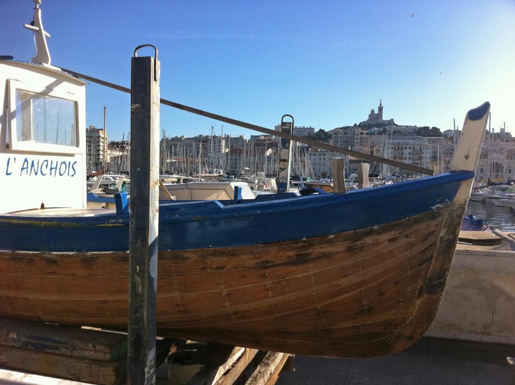 ESCALE MARSEILLAISE, Grand T2 calme, près du Vieux Port pour 2 a 4 personnes, NETTOYAGE RIGOUREUX