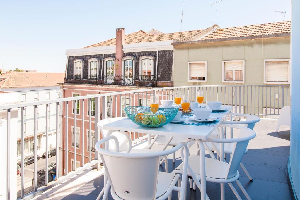 ALTIDO Joyful 2BR Apt with terrace nearby São Bento Palace