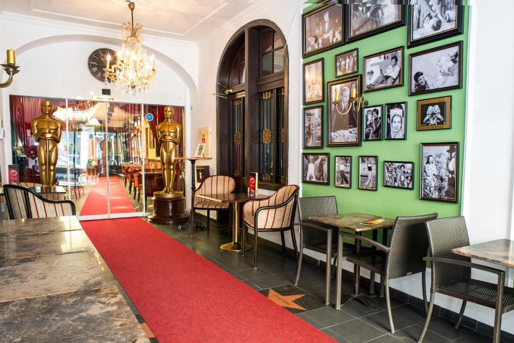 Film hotel bratislava reserva tu hotel con viamichelin for Hotel design 21 bratislava