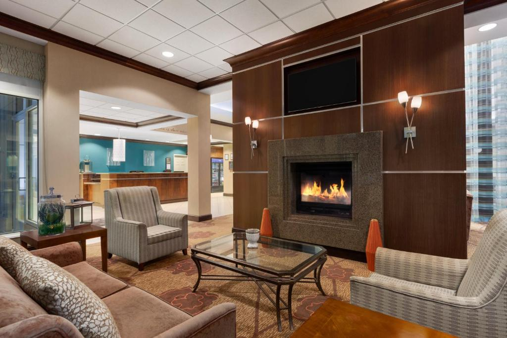 Book Now Hilton Garden Inn Dulles North (Ashburn, United States). Rooms Available for all budgets. Complimentary airport shuttles high-speed internet and private parking: They're all on the house at the Hilton Garden Inn Dulles North. A relaxing pool and well-stocked fitnes