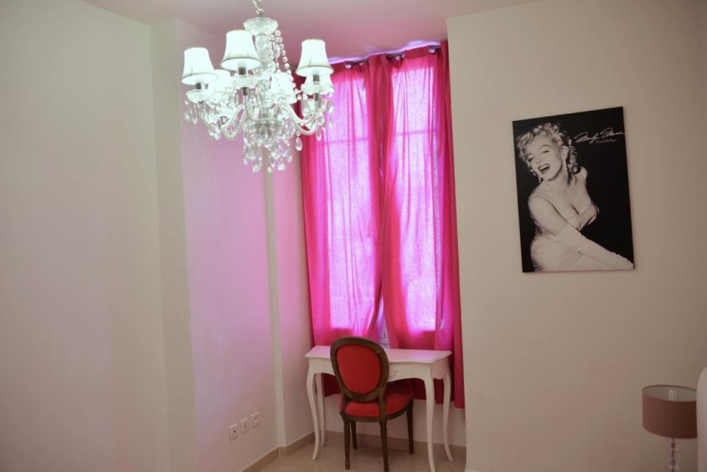 Apartment on Rue De France 4