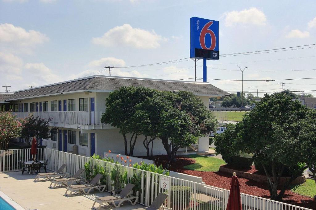 Motel 6-Austin, TX - North