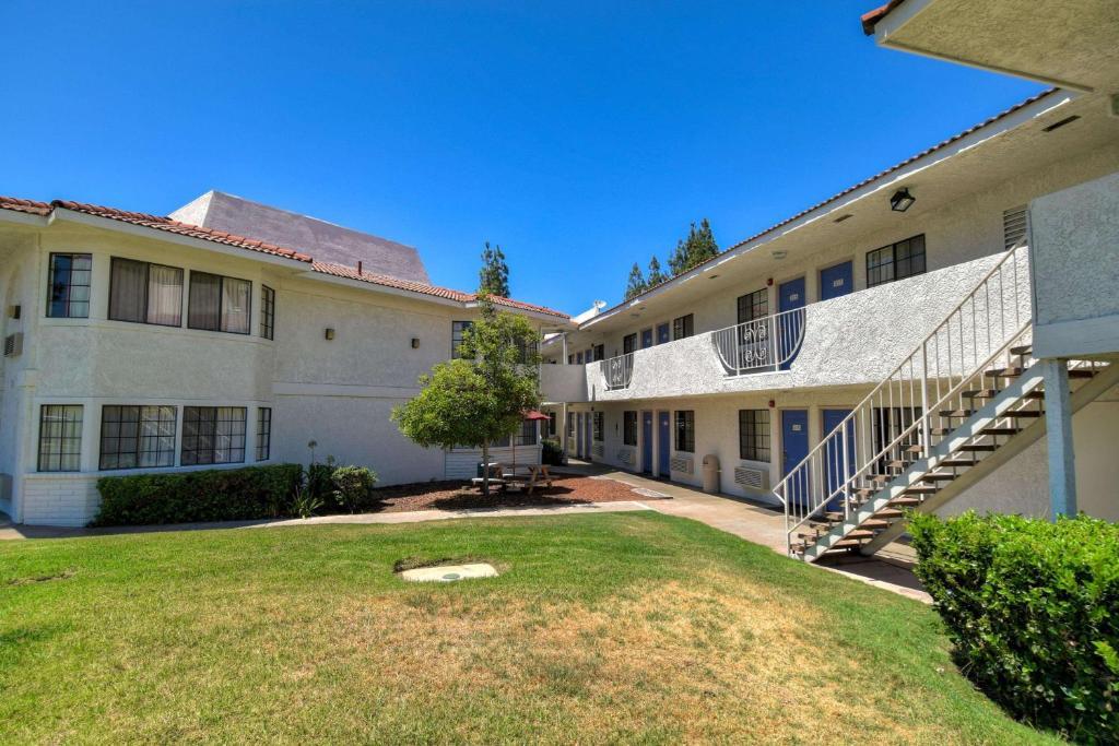 Motel 6-San Dimas, CA - Los Angeles