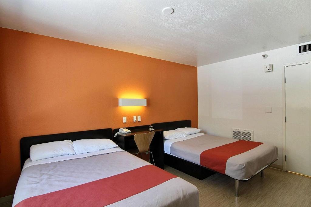 Carpinteria Hotel Booking