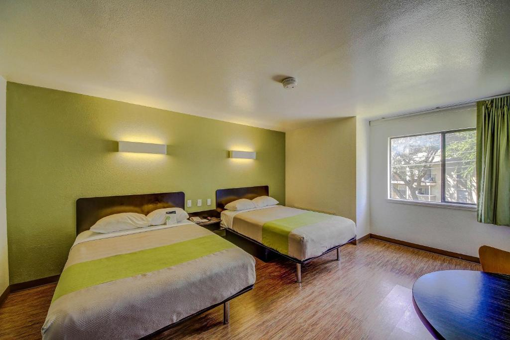 Welcome to Motel 6 Hollywood Los Angeles, the right choice of hotels near the Hollywood Walk of Fame, Mann's Chinese Theater and more. Plus, we're convenient to downtown Los Angeles and the many attractions and points of interest that city has to offer.