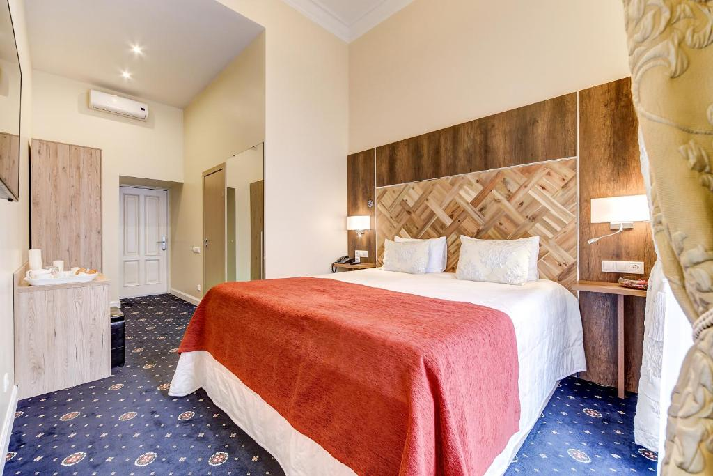 Deluxe Double Room with Balcony Novaya Istoriya