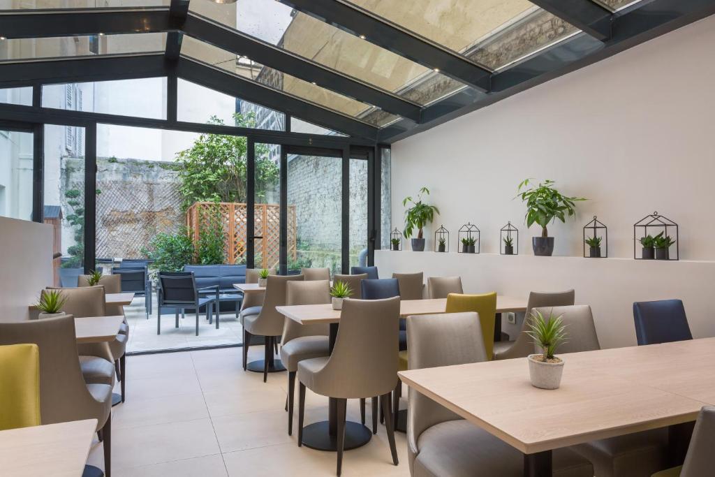 jardin de villiers paris book your hotel with viamichelin. Black Bedroom Furniture Sets. Home Design Ideas