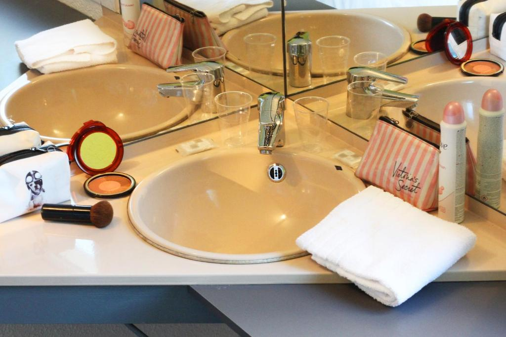 Lemon hotel vigneux rungis online booking viamichelin for Garage ad vigneux sur seine